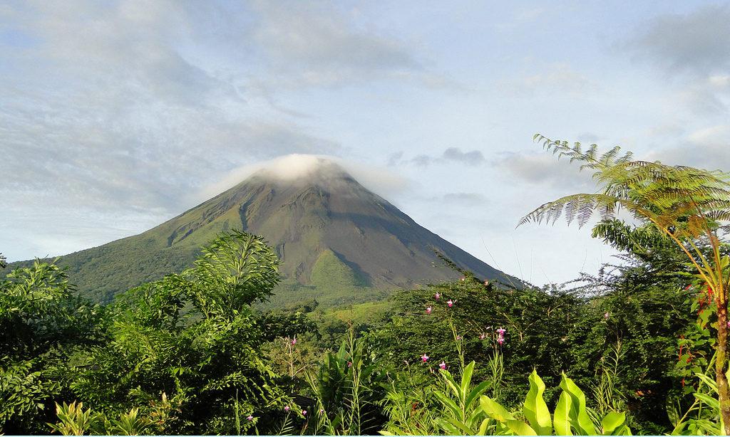 costa rica hotels near arenal volcano