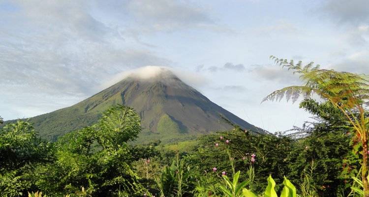 costa rica hotels near arenal volcano
