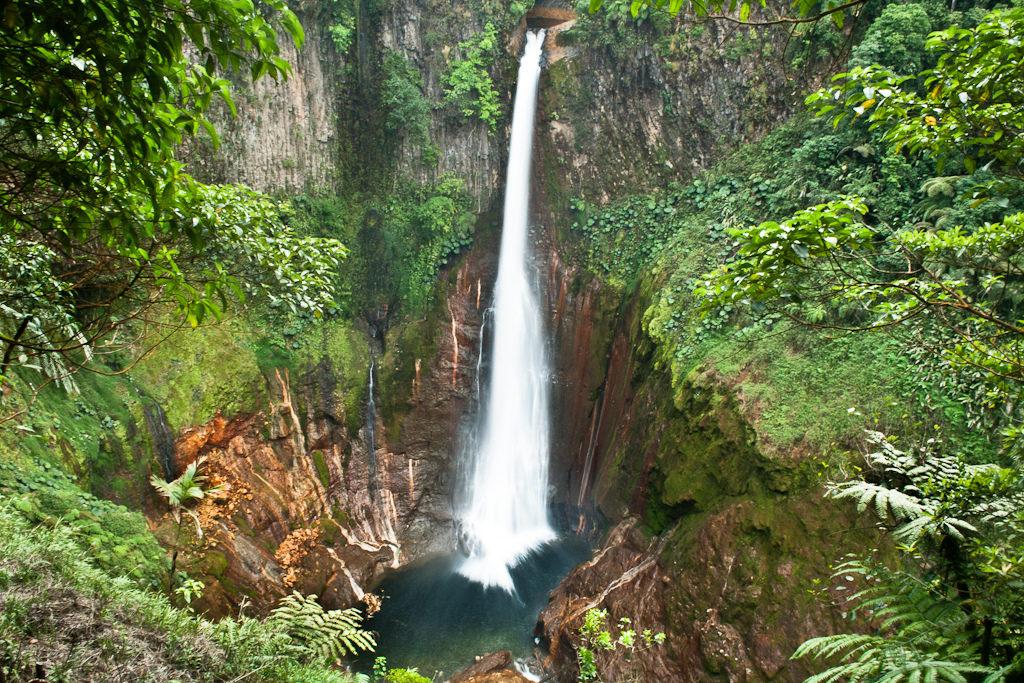 toro waterfall lodging